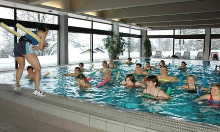 Adipositas-Therapie: Wassergymnastik