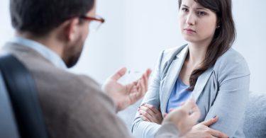 Foto: Frau mit Angststörungen